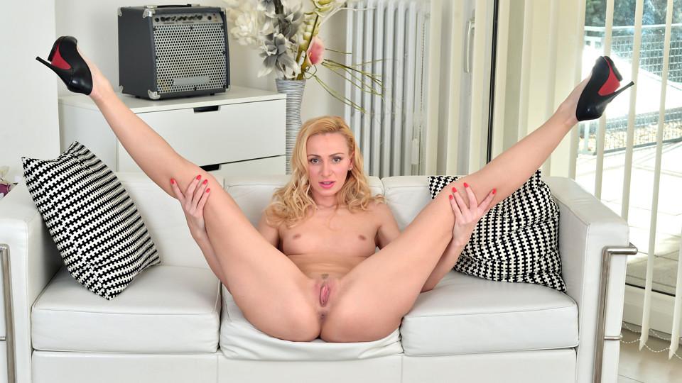 Blonde Goddess Scène 1