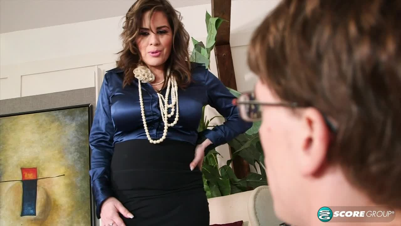 Ciara Ryder: Super MILF Catches