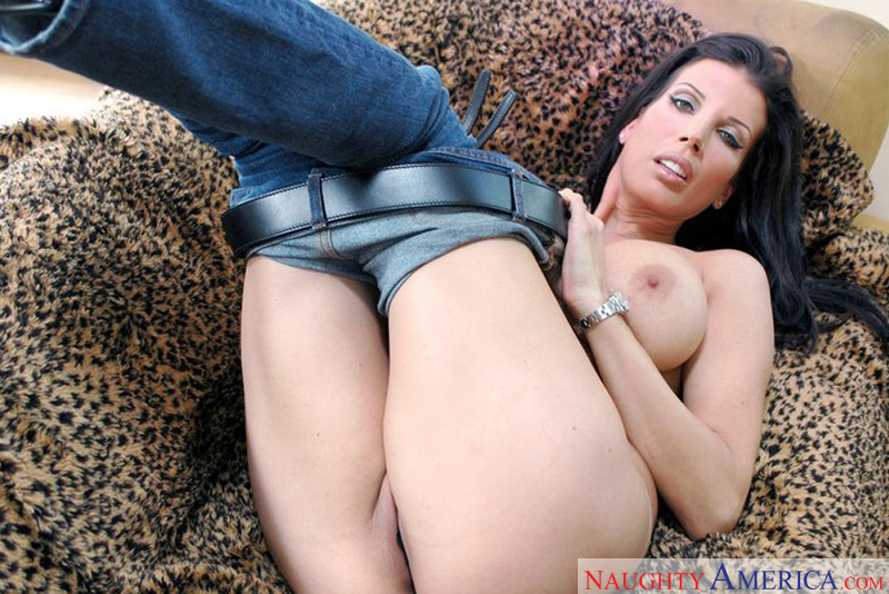 Housewife 1 on 1 - Shay Sights
