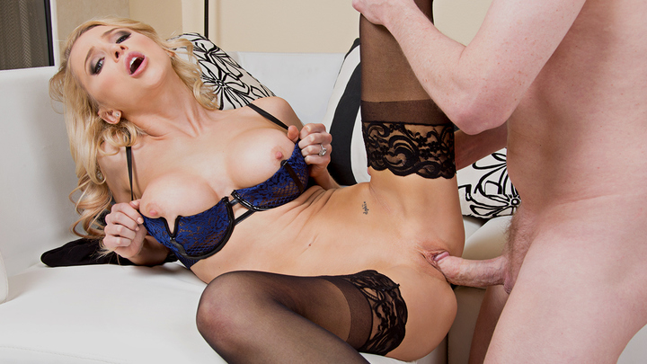 Dirty Wives Club - Alix Lynx