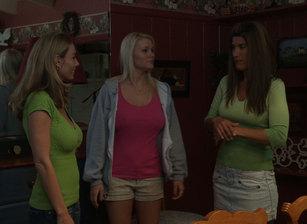 Lesbian Triangles #15 Scène 7