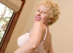 Bonus-Horny Grannies Love To Fuc