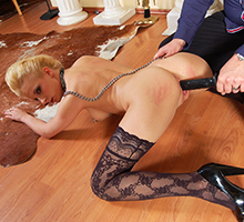 Tied Up Blonde Squirts Scène 1