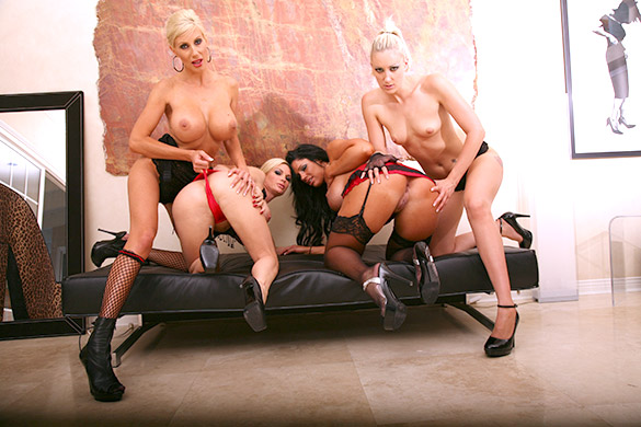 Slaves On My Leash Scène 1