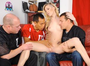College Group Sex Scène 1