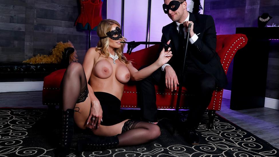 Masquerade Ball-Sucking Scène 1