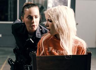 Resisting Arrest Scène 1