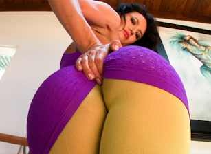 Tight Clothes & Ass 2 Escena 5