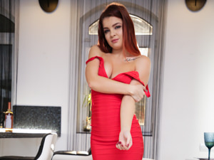 Redhead in Red Scène 1