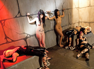 Slave Den Orgy Scène 1