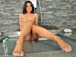 Oily Feet Scène 1