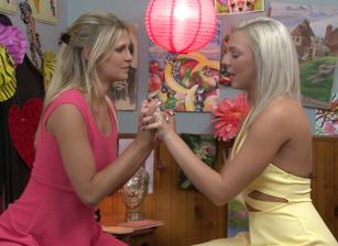 Lesbian Triangles #35 Scène 1