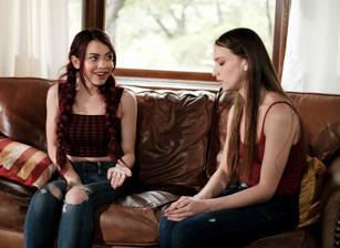 Lesbian Stepsisters #08 Scène 3