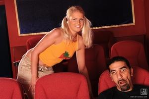 Romance at the Movies Scène 1