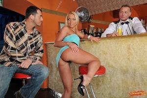 Adventures at the bar Scène 1