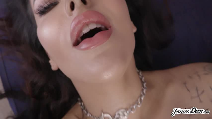 Vivienne Wynter Loves To Cum