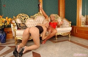 Lusty blondes Scène 1