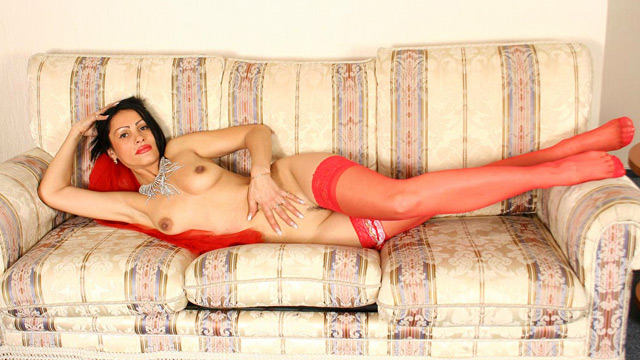 Mature slut reveals her breasts