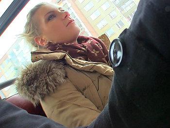 Sexy Bus Blonde  Scène 1