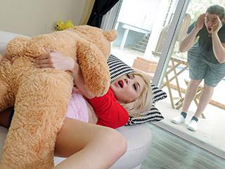 Freaky With The Teddy Scène 1