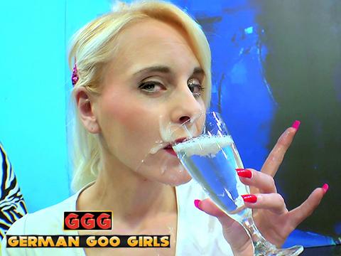 Ashlee Cox at the Sperm Bar