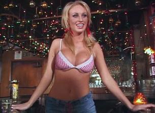 Big Fake Tits #02 Scène 1