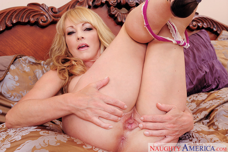 Seduced By A Cougar - Shayla LaV