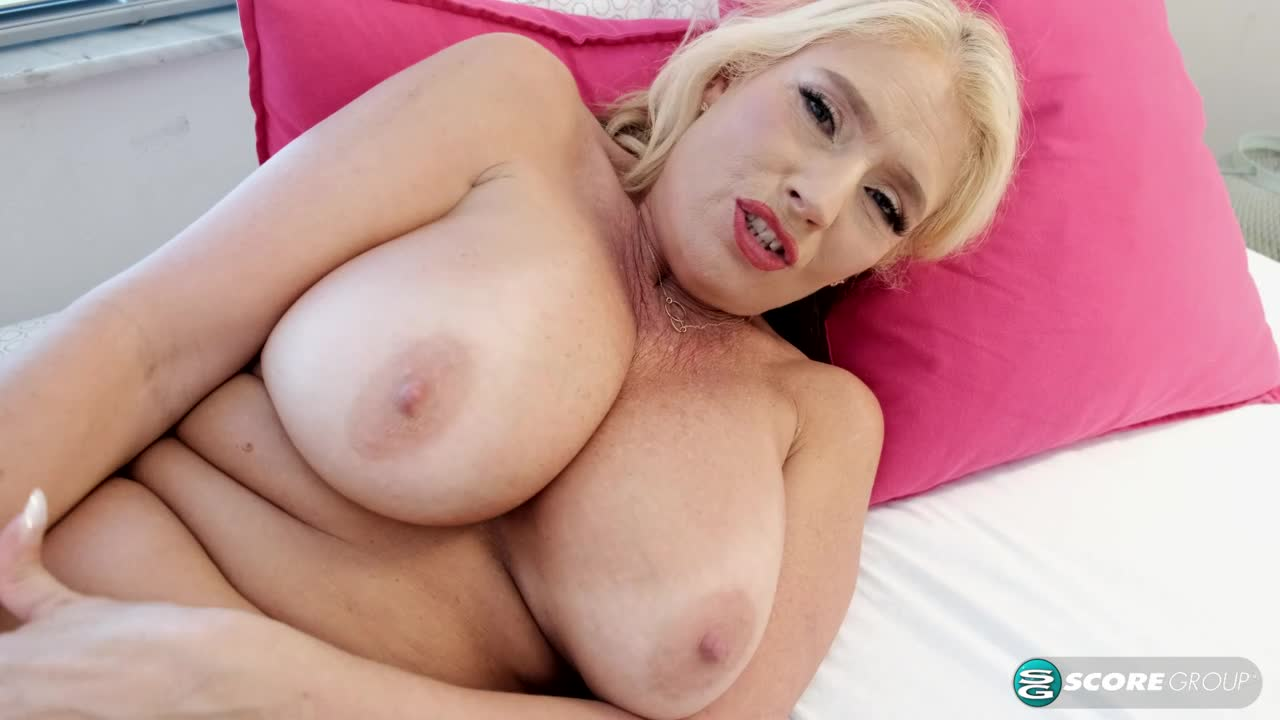 Maddie Cross: solo today, anal T