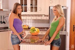 Kitchen babes Scène 1