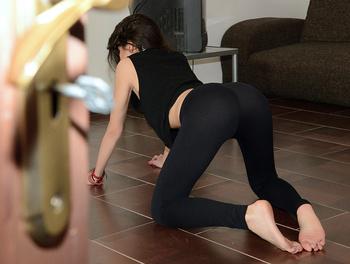Yoga Babe Fucks the Voyeur