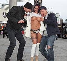 Busty Slut Fucks In Public Scène 4