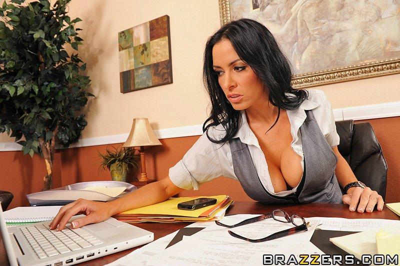 Brunette Business Woman Vanilla Deville Gets Massage And Sex Eurocurves 1