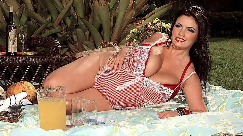 Life Is A Picnic For Arianna Sin