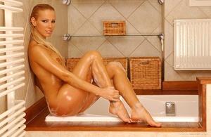Hot bath Scène 1