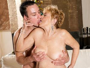Granny's Pleasure Scène 1