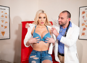 Big Titty Issues Escena 1