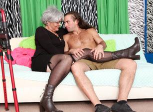 Horny Grannies Love To Fuck #12 Scène 1