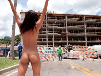 Latina Streaks in Construction S