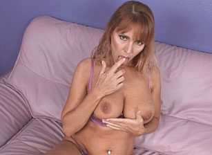 Big Titty Milfs #08 Scène 3