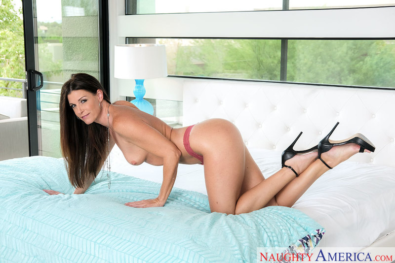 Housewife 1 on 1 - India Summer
