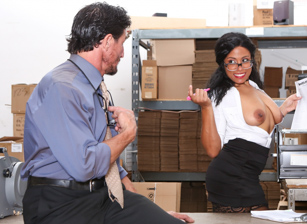 Big Tit Office Chicks Scène 3
