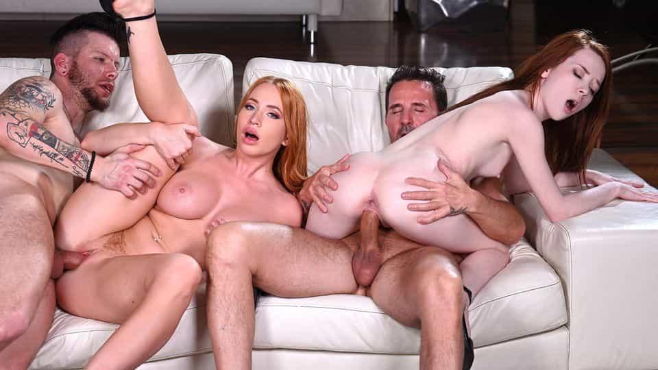 Blonde MILF Kiara Lord Eats Out