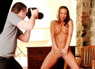 BTS-Red Hot Lingerie Escena 2