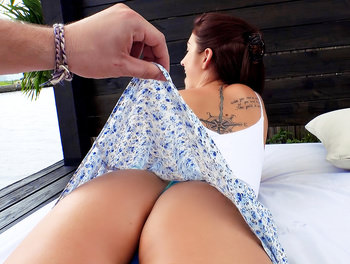 Brunette's Big Booty Fucked Outd