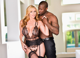 Interracial Milfs Scène 1