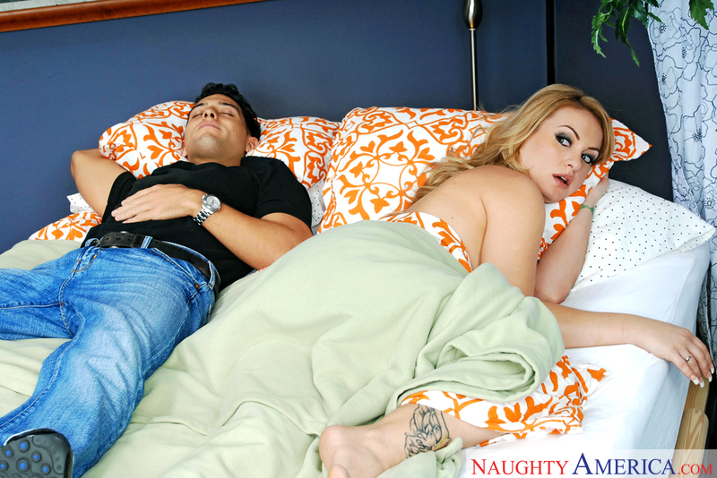 Neighbor Affair - Aline & Mikey
