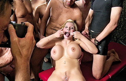 Busty German Mom Bukkake Szene 1