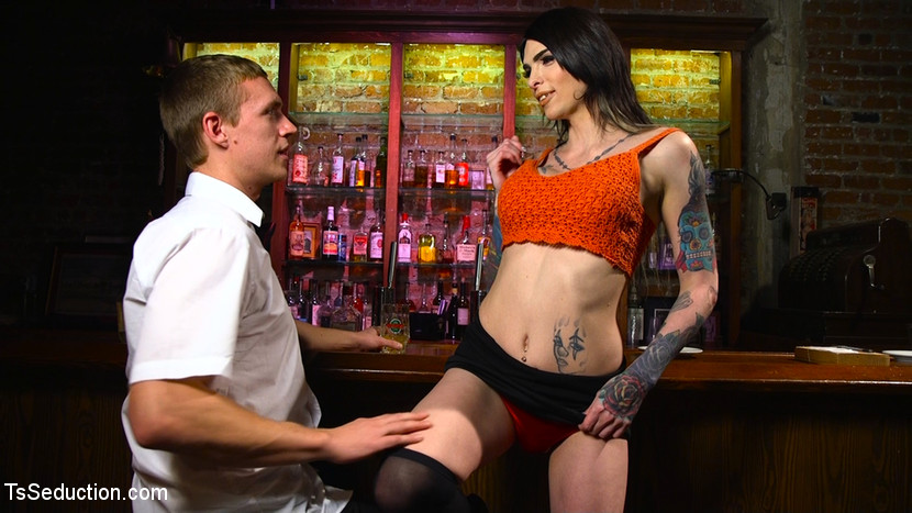 Hot Tattooed Bartender Ts Chelse