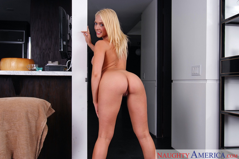 Housewife 1 on 1 - Kagney Linn K