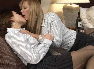 Lesbian Seductions #18 Scène 7